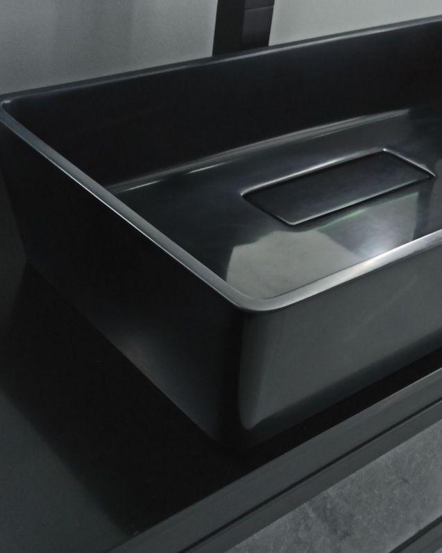 Lavabo di appoggio nero opaco cm.63